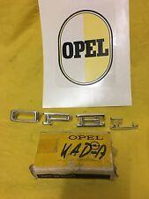NEU + ORIG Opel Kapitän Admiral A Chrom Schrift Buchstaben Emblem auf Kotflügel