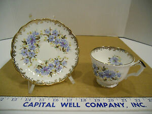 Aynsley-Fine-English-Bone-China-Blue-Floral-Gold-Trim-Tea-Cup-amp-Saucer-Set-2524