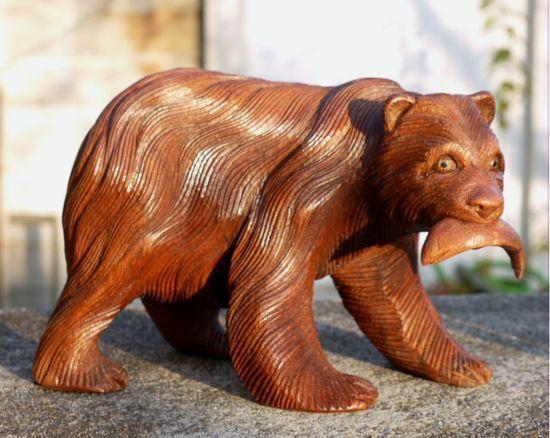 GOSSER BÄR mit Fisch Holz Tier Petz Grizzly Braunbär Figur 02