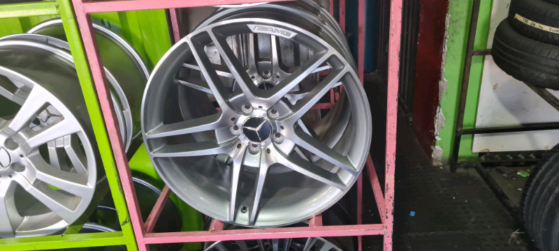 21inch Mercedes ML63 mags brand new