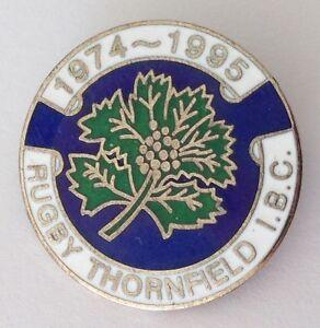 Rugby-Thornfield-International-Bowling-Club-Pin-Badge-1995-Rare-Vintage-UK-M13