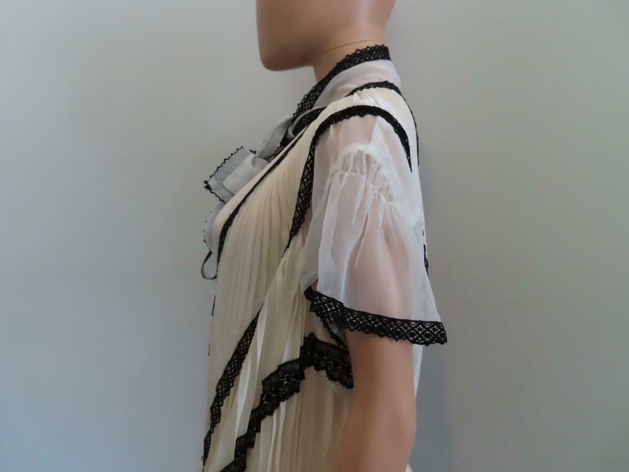 Sacai Ivory/Black Lace Pleated Front Button Short… - image 6