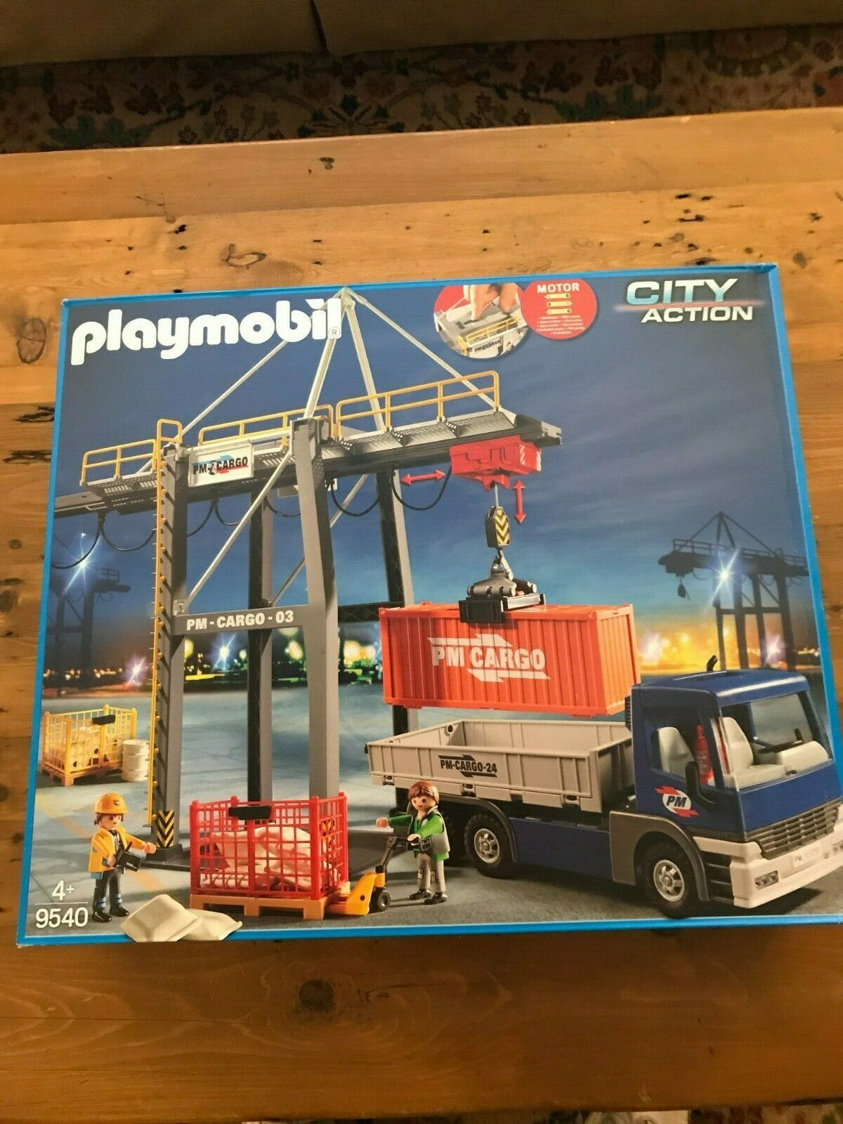 Playmobil 9540 electric loading crane, new but dinged Box