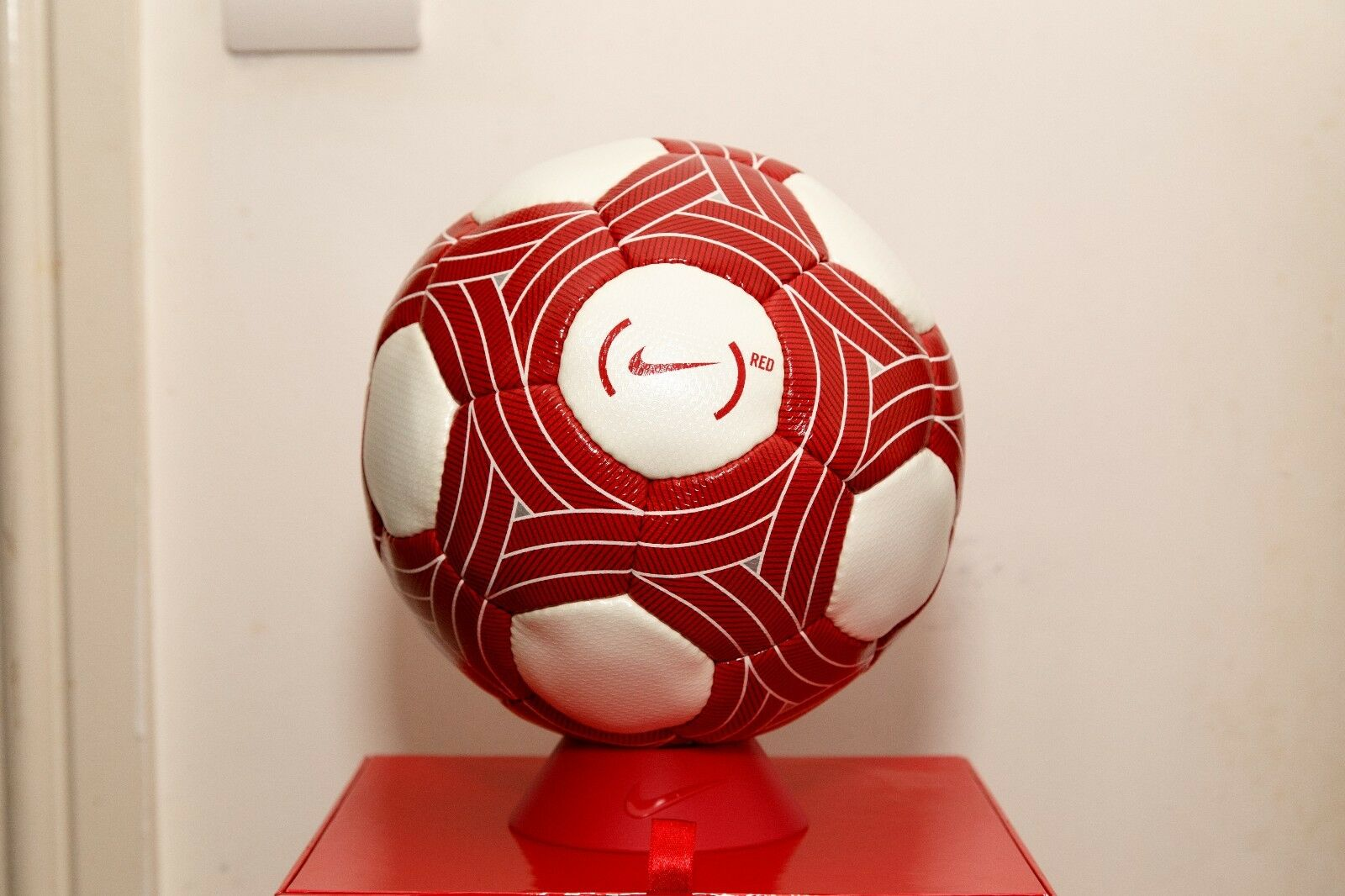 Nike T90 Ascente Limited Edition Ball-bianco rosso