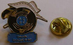 Pins-Salon-Disque-et-BD-ACDC-Lucky-Luke