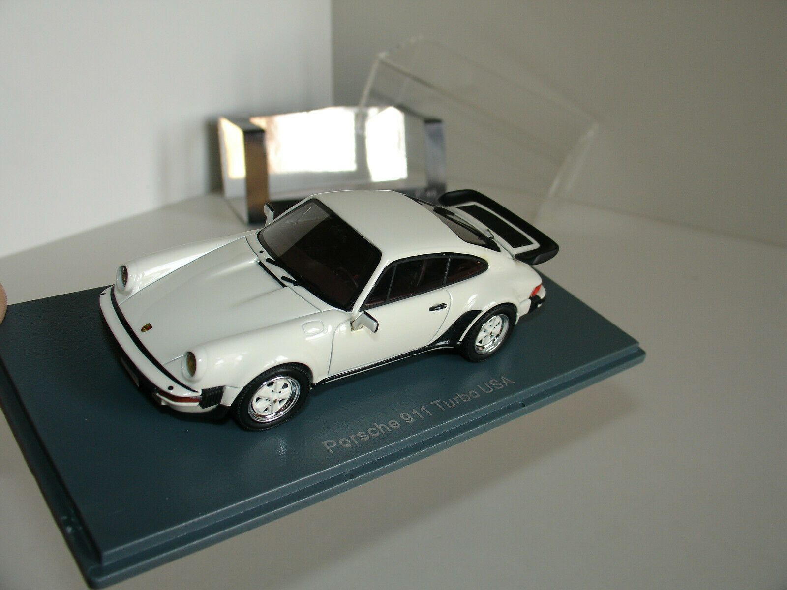 1 43 PORSCHE 911 TURBO USA Blanc by Neo Scale Models