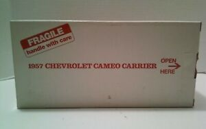 Danbury-Mint-1957-Chevrolet-Cameo-Carrier-Pick-Up-Red-Ivory-Die-Cast-1-24-Scale