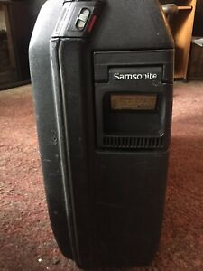 Vintage-Samsonite-rolling-hard-shell-suitcase-from-1990-luggage-Black