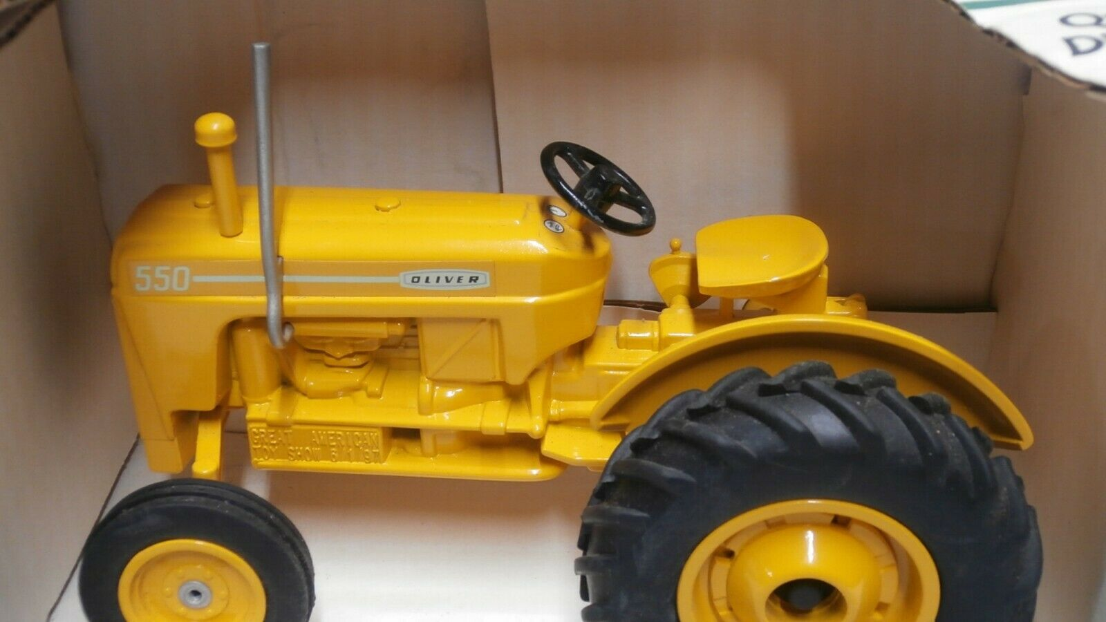 Yellow Oliver The 550 Tractor SpecCast 1 16 Scale Die-Cast