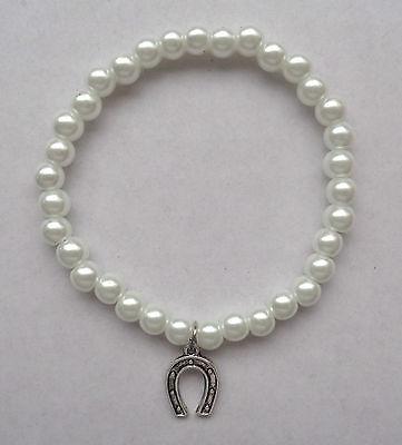 Negro Blanco Perla elástica de cristal Pulsera de Abalorios Caballo Zapato encanto-De Novia Buena Suerte