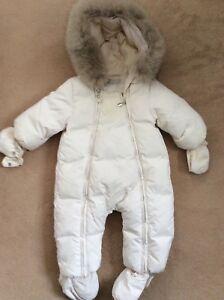 100% Authentique Baby Dior Blanc Couleur Crème Neige Suite Unisexe Garçon Fille 6 Mois-afficher Le Titre D'origine