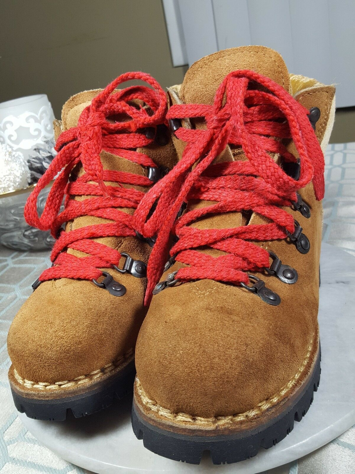 THE WILD PAIR HIKING BOOTS VIBRAM SECURE MOUNTAIN MEN'S SIZE 6 MED. WOMAN'S 7.5