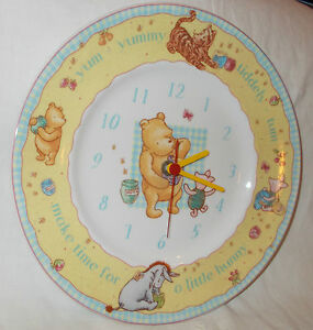2001-ROYAL-DOULTON-POTTERY-DISNEY-WINNIE-THE-POOH-WALL-CLOCK-WORKS-PERFECTLY