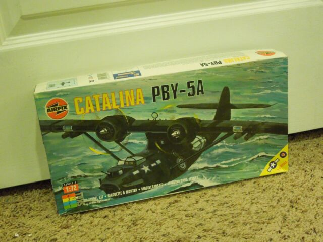 Vintage US Navy Catalina PBY-5A Model Kit 1:72 Scale Airplane
