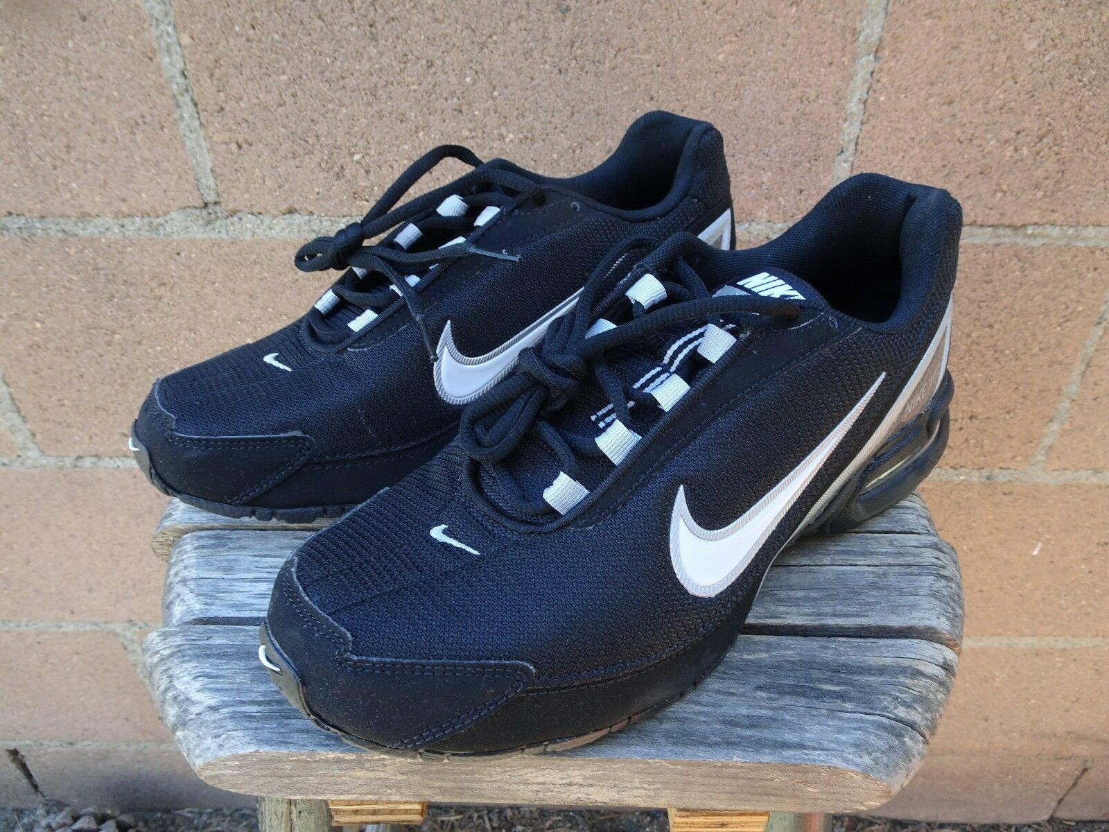 NIKE Air Max Torch 3 Black and White Running shoes 319116 001 Sz 9