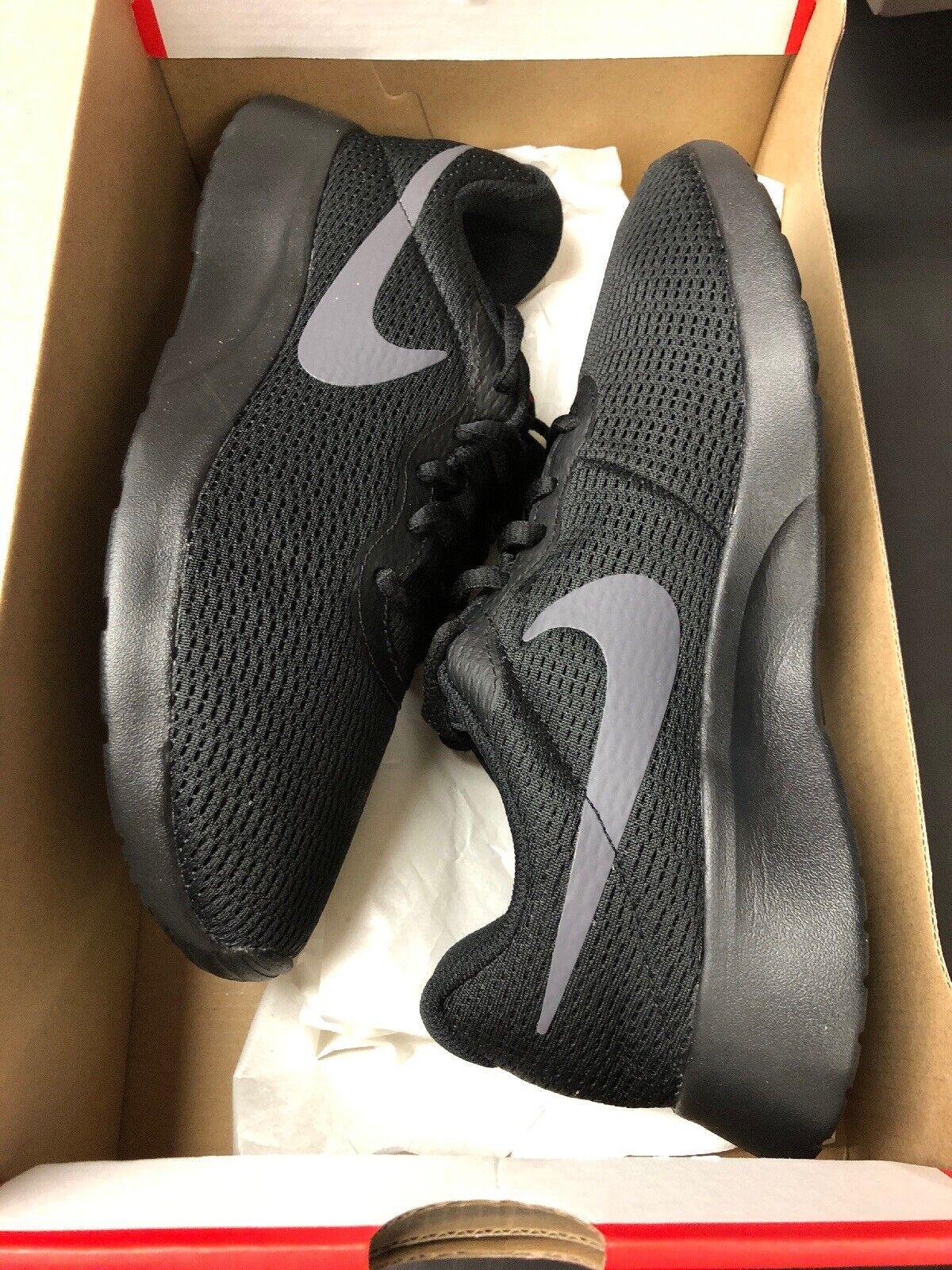Nike Tanjun Mens shoes Triple Black Red Accent - Size 6.5