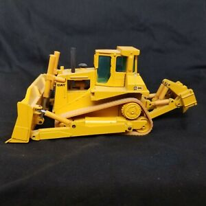 Caterpillar-D8L-Bulldozer-W-Ripper-1-50-Scale-by-NZG-Die-Cast