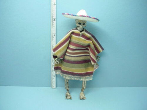Teri/'s Workshop 12th Handcrafted Miniature Skeleton in Sombrero /& Poncho