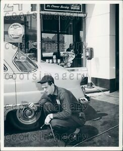 Old Gas Station Stock Images - 3,045 Photos -