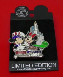Disney-Enamel-Pin-Badge-Mickey-Minnie-Mouse-Happy-4th-July-2004-LE2500-on-Card