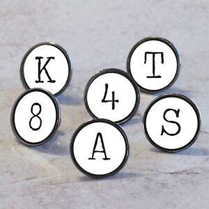 Charmant Machine à Écrire Style Alphabet Lettres Et Nombres Placard Commode Poignées Un BoîTier En Plastique Est Compartimenté Pour Un Stockage En Toute SéCurité