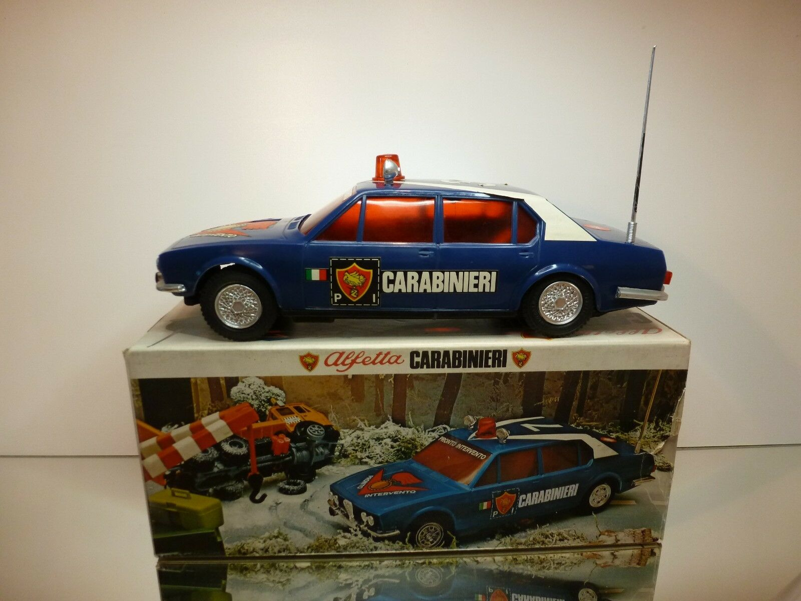 REEL ALFA ROMEO ALFETTA CARABINIERI - blu L34.0cm - GOOD CONDITION IN BOX