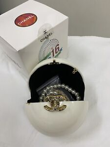 CHANEL-Pearl-Ball-VIP-Gift-Bag-Dubai-2016-Show