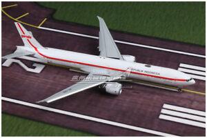 1:400 JC Wings Garuda INDONESIA BOEING 777-300ER Plane Flap Down Diecast Model