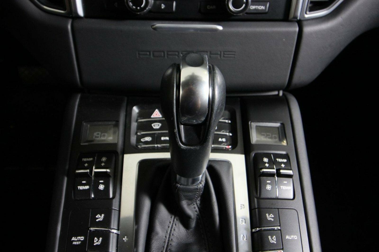 Porsche Macan S D PDK Van