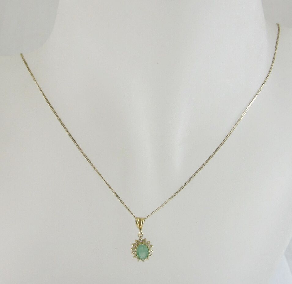 LADIES 9K YELLOW gold EMERALD AND CLEAR STONE PENDANT WITH 19-7 8  CHAIN 2.3G