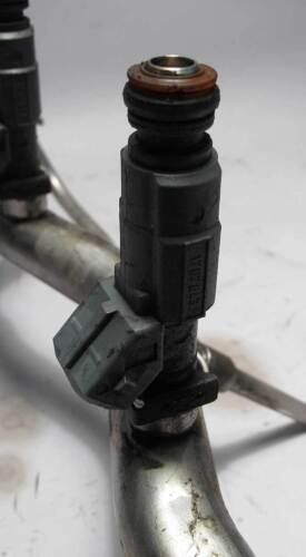 BMW E39 5-Series 540i V8 4.4L Fuel Rail and Injectors 1999-2003 USED OEM