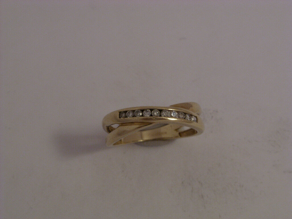 9ct gold 0.15ct Diamond Set Credver Ring   Size M    2.2gms      Secondhand