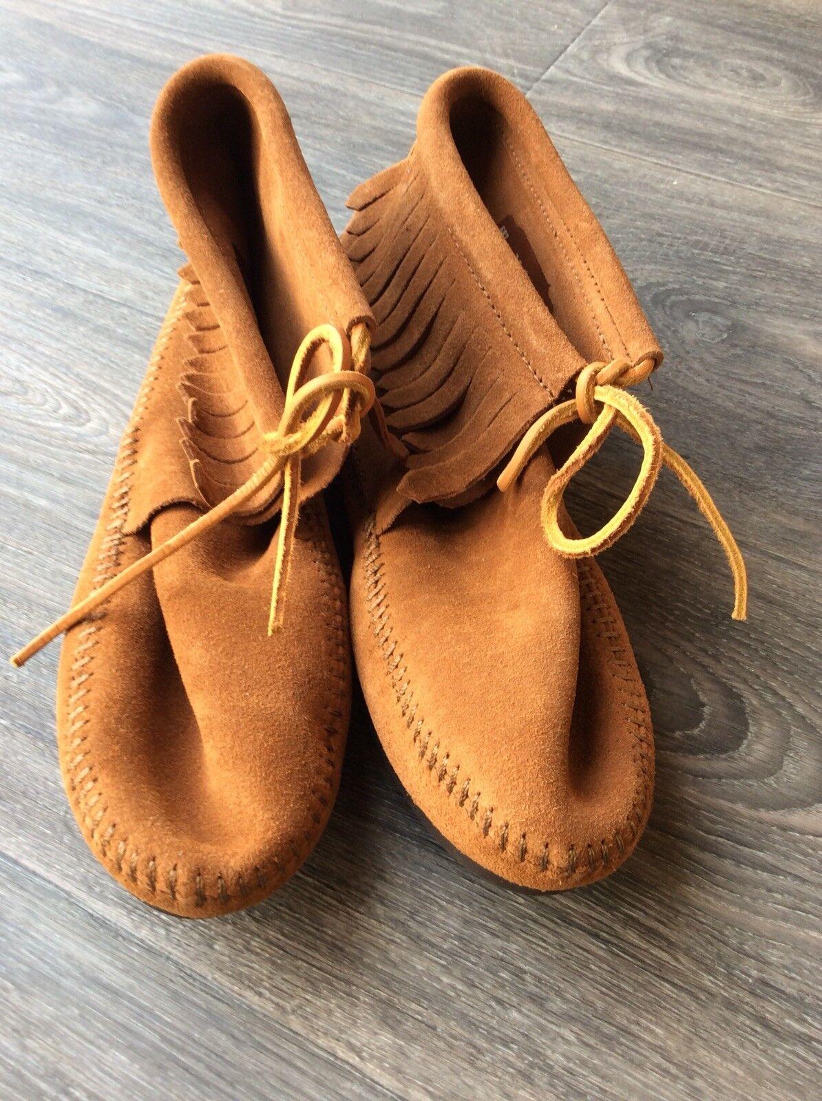 Minnetonka Women's Hardsole Fringe Ankle Boot Brown Suede Size 6.5