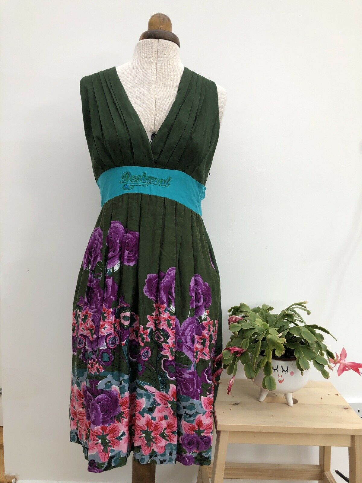 Stunning Desigual Halter Neck Grün Floral Summer Dress Größe Large
