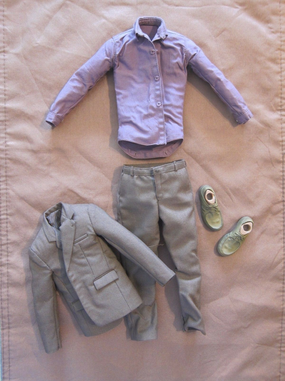 HOT TOYS 1 6  AVENGERS  BRUCE BANNER - COMPLETE OUTFIT W  SHOES  ---US SELLER--