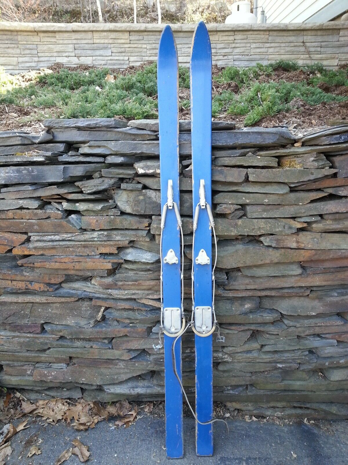 Vintage Wooden 63   Long Skis with Metal Bindings and Original bluee Finish  70% off cheap