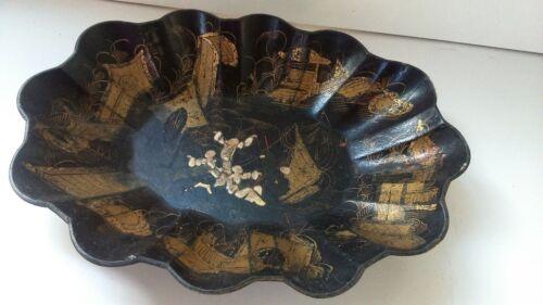 Old dish Asia. Ancien plat Asie