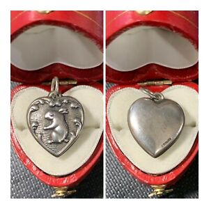 Vintage-1940-s-Sterling-Silver-Repousse-Puffy-Heart-Bracelet-Charm-Bunny-Rabbit