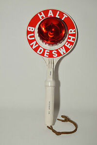 Winkerkelle-mit-Beleuchtung-Signalkelle-Fasching-Kelle-Karneval