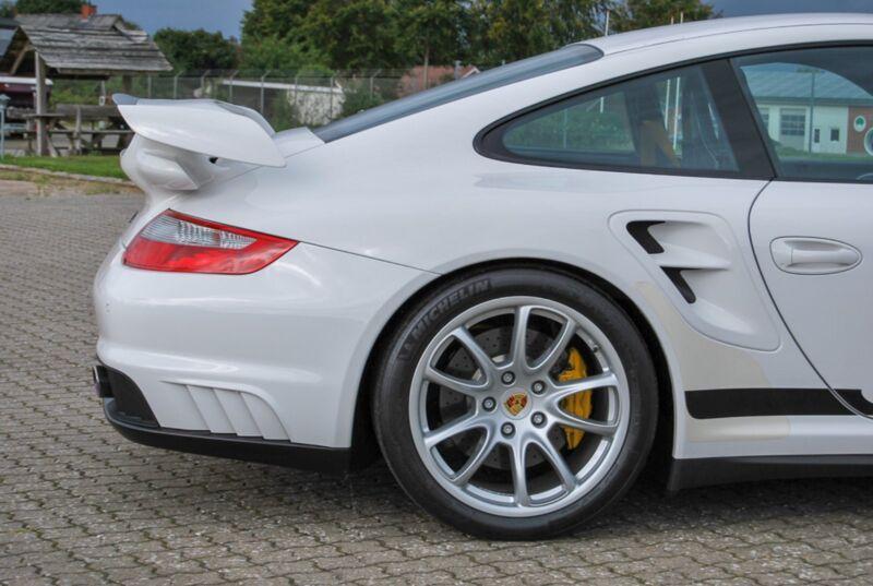 Porsche 911 GT2 Coupé - 13