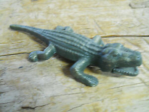 Cast iron florida gators garden statue yard art pool home for Alligator lawn decoration