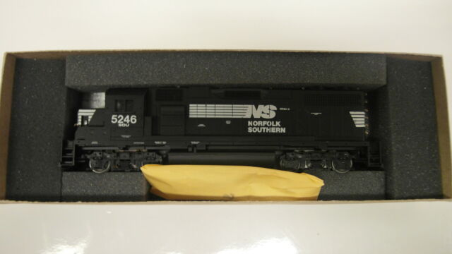 HO Athearn GP38-2 Norfolk Southern 5246 Powered NEW!!!