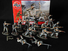 1/32 AIRFIX GERMAN AFRIKA KORPS WW2.PROFESSIONALLY PAINTED X 14 BOXED NEW. 54mm.