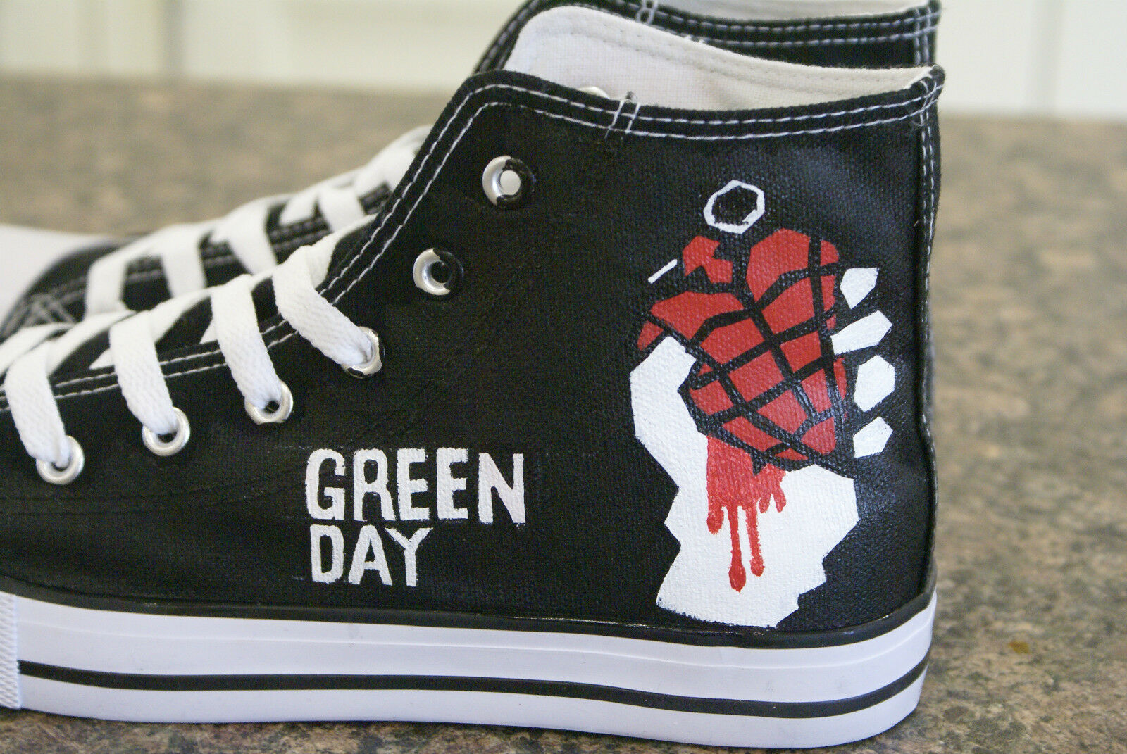 Grün day,inspiROT  hand made painted canvas high tops made hand to order new in box 85ac25