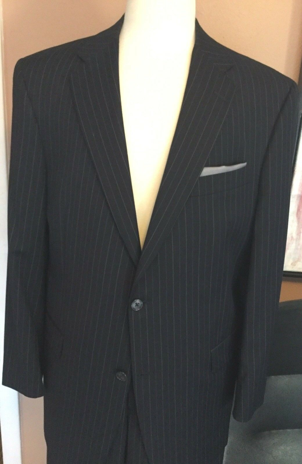 Hart SchaffnerMarx  A Stylish Navy Multi color Stripe Suit 42R Lux 100% Wool