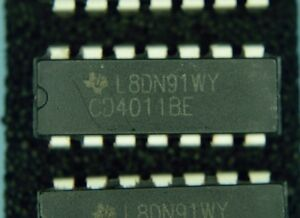 4-x-CD4011-Quad-Dual-input-NAND-gate-IC-039-s-4-IC-Sockets-FREE-Postage