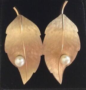 dbaa9f86b7599 Details about Vintage Krementz Matte Gold Tone Cultured Pearl Figural Leaf  Screw Back Earrings