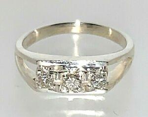 9-Carat-White-Gold-Diamond-Square-Block-Trilogy-Ring-size-J-3-67-Grams