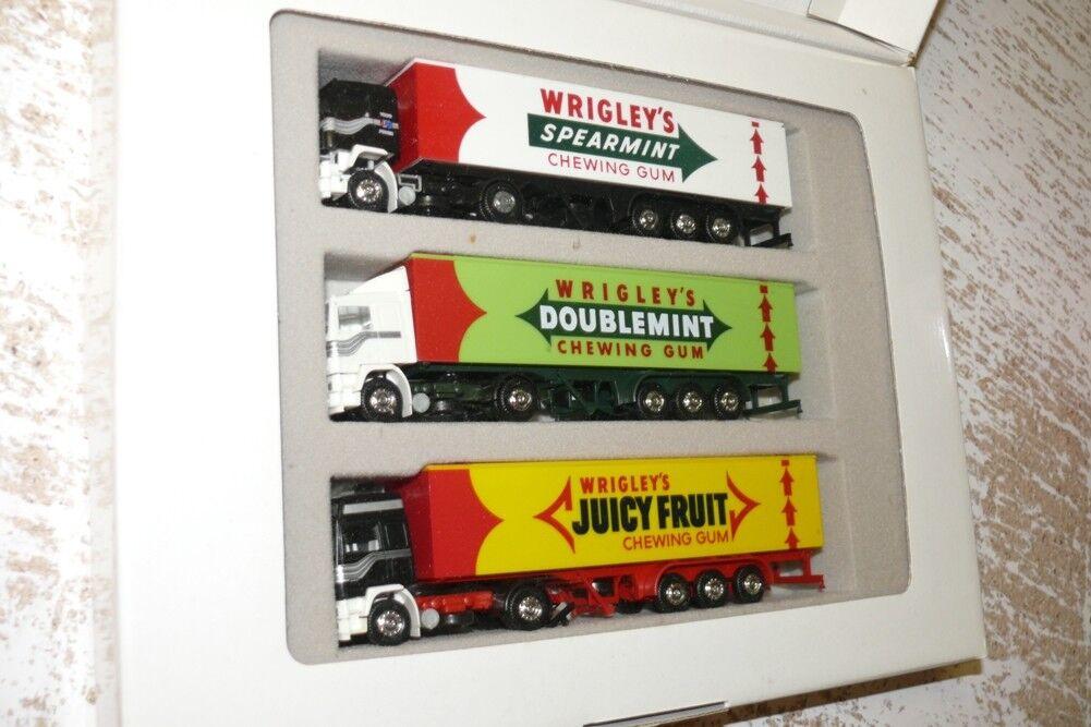 M15 020105 albedo wrigley set con 3 camiones Volvo