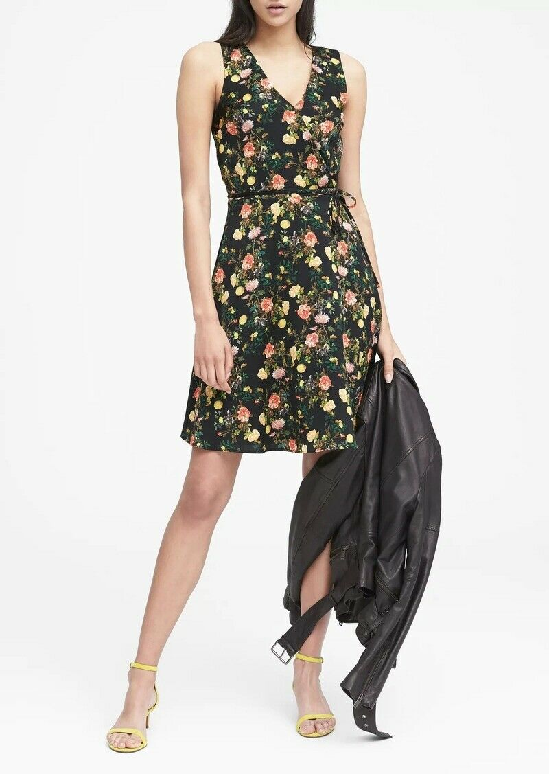 NWT Banana Republic Floral Wrap Dress, schwarz Print Größe 6          N0415